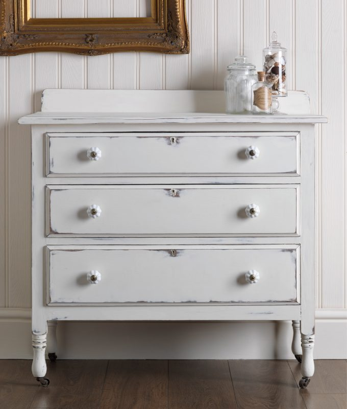 Effet poudr peinture pour meubles makeityours fr for Painting pine bedroom furniture white